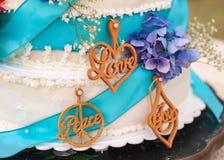 Gâteau de mariage d'amour Image libre de droits
