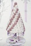 Gâteau de mariage de macaron de Croquembouch photos libres de droits