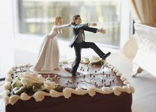Gâteau de mariage drôle Images stock