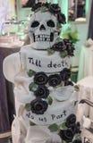 Gâteau de mariage gothique Photos stock