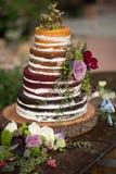 Gâteau de mariage nu de ` de ` rustique Photographie stock
