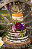 Gâteau de mariage nu de ` de ` rustique Images libres de droits