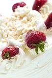 Gâteau de meringue de fraise photo libre de droits