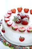 Gâteau de miel avec la fraise Photo libre de droits