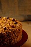 Gâteau de miel fait maison avec des écrous et des épices Image stock
