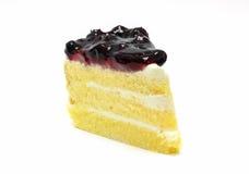 Gâteau de myrtille sur le fond blanc Photos stock