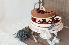 Gâteau de niveaux de la lavande deux Images libres de droits