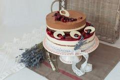 Gâteau de niveaux de la lavande deux Photo libre de droits