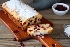 Gâteau de Noël avec des canneberges photo libre de droits