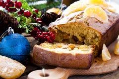 Gâteau de Noël avec la mandarine et les fruits secs image stock