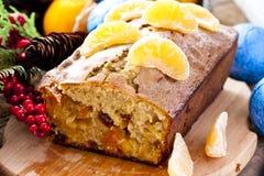 Gâteau de Noël avec la mandarine et les fruits secs images stock