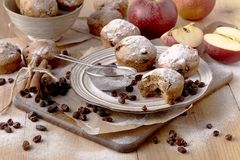 Gâteau de Noël de tradition avec des raisins secs, fruits secs image stock