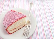 Gâteau de noix de coco rose de Lamington Photographie stock libre de droits