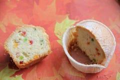 Gâteau de Pâques avec le fruit glacé Images stock
