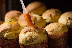Gâteau de Pâques Procédé de cuisson handmade Tradition nationale ukrainienne image libre de droits
