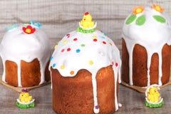 Gâteau de Pâques sur un fond clair Photographie stock