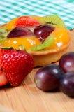 Gâteau de pâte de tarte sablée avec le fruit Images stock