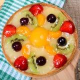 Gâteau de pâte de tarte sablée avec le fruit Photographie stock