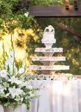 Gâteau de petit gâteau de mariage Images libres de droits