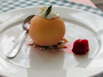 Gâteau de pomme - Tufahia photographie stock
