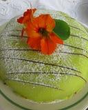 Gâteau de princesse avec la fleur de nasturce Photos libres de droits