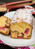 Gâteau de rhubarbe avec le massepain Images libres de droits