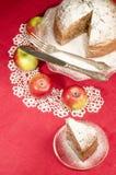 Gâteau de rhum de raisin sec de compote de pommes pour la table de Noël Photos stock