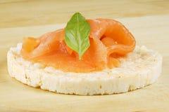Gâteau de riz avec des saumons Image stock