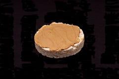 Gâteau de riz avec le beurre d'arachide Images libres de droits