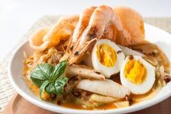 Gâteau de riz de ketupat de lontong de cuisine de l'Asie Image stock