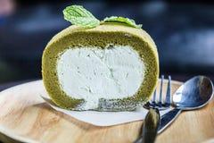 Gâteau de roulis de thé vert photos stock