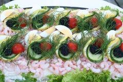 Gâteau de sandwich avec des fruits de mer Photographie stock libre de droits