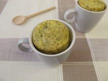 Gâteau de tasse avec des clous de girofle Photographie stock libre de droits