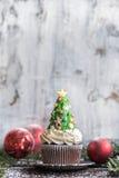 Gâteau de tasse d'arbre de Noël Photos libres de droits
