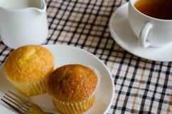 Gâteau de tasse pour la pause café image stock