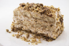 Gâteau de tiramisu avec les écrous caramélisés Photographie stock libre de droits