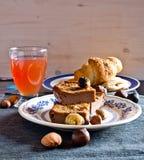 Gâteau de tradition : tranches de gâteau de châtaigne douce Image libre de droits