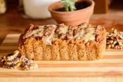 Gâteau de Vegan avec des écrous Photographie stock