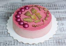 Gâteau de velours de chocolat décoré des hémisphères Image libre de droits