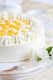 Gâteau de yaourt avec des oranges photos libres de droits