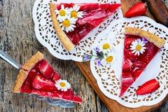 Gâteau diététique fait maison de fraise Images stock