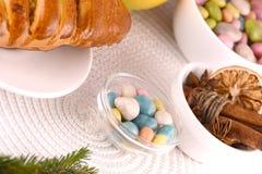 Gâteau doux du plat et des fruits blancs Image stock