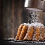 Gâteau doux fraîchement cuit au four Images libres de droits