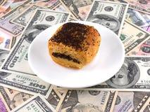 Gâteau doux sur le fond d'argent Images stock