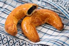 Gâteau en croissant de forme de pavot hongrois de Noël Photo libre de droits