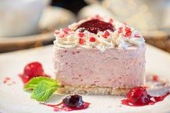 Gâteau en forme de coeur de valentine photographie stock libre de droits