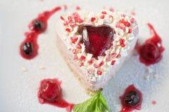 Gâteau en forme de coeur de valentine photo libre de droits