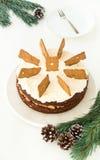 Gâteau entier de pain d'épice et x28 ; Torte de Spekulatius et x29 ; et brindilles de sapin Photographie stock