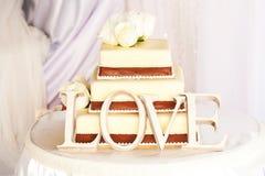 Gâteau et amour de mariage Images libres de droits