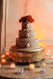 Gâteau et bougies de mariage Photo stock